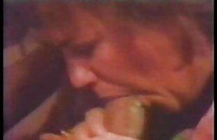 Frau in ältere pornofilme einem Kleid close up Arschloch schmeichelhaft in den Arsch mit Junger Freundin