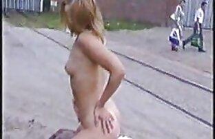 Große greifen reife mutter sex sie aus dem Teich und springen Füße Hand stehen