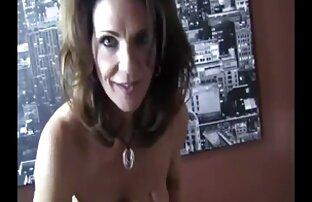 Curly Schönheit in Strümpfen reife hausfrau sex fügt einen vibrator in pussy